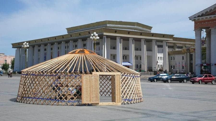 Szkielet mongolskiej jurty w Ułan Bator fot. pixabay