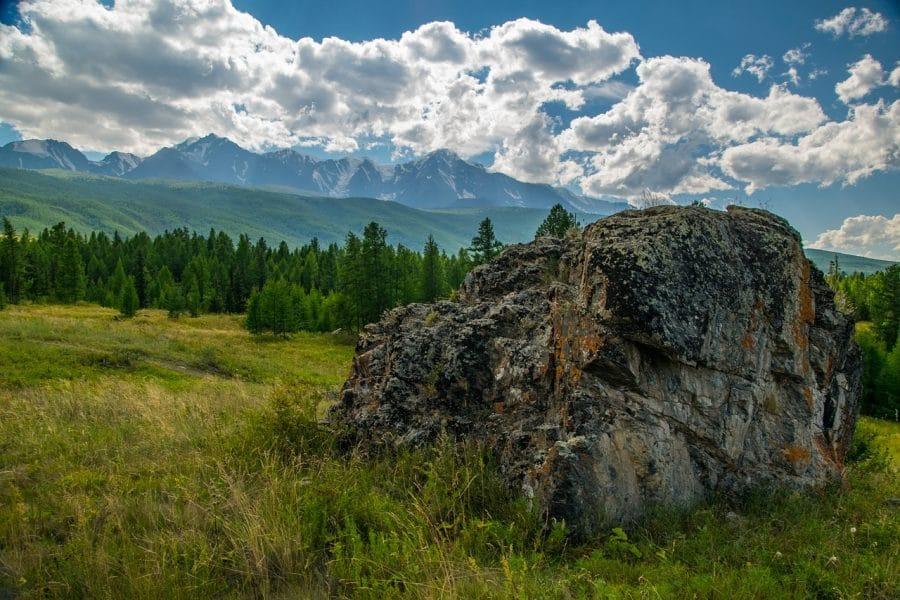 Góry Ałtaj najpiękniej wyglądają wczesną jesienią lub późną wiosną fot. pixabay