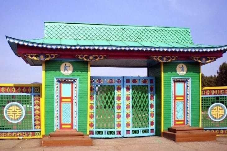 Brama Muzeum Etnograficznego Narodów Transbaikal fot. wikimedia.org
