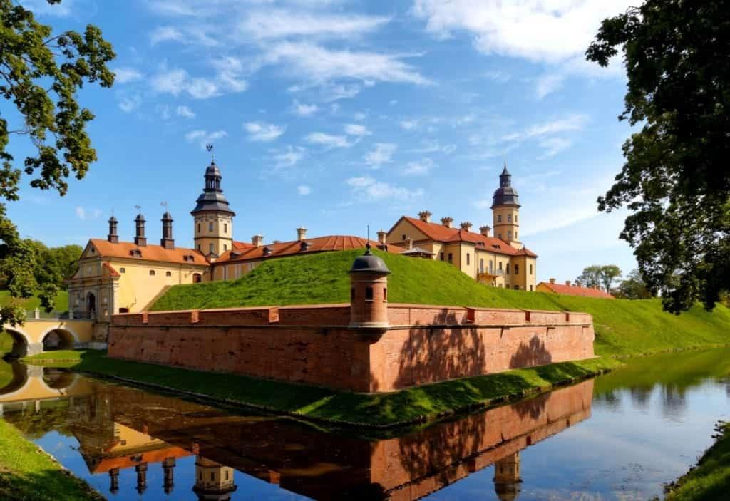Nieśwież – zespół zamkowo-pałacowy, dawna rezydencja Radziwiłłów fot. wikimedia.org
