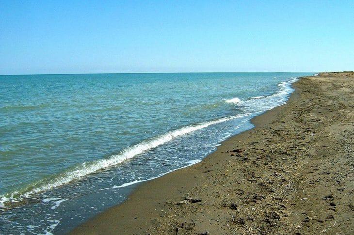 Największe jezioro regionu to Uws Nuur, prawdziwa wodna wyspa wewnątrz Mongolii fot. wikimedia.org