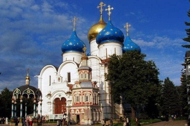 Ławra Troicko-Siergijewska wybudowana w XVIII wieku to największa atrakcja miasta Siergijew Posad fot. pixabay