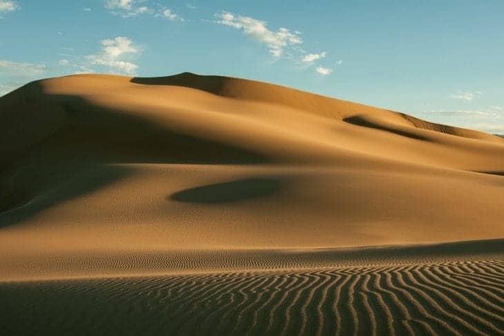 Mongolia jest niezwykle interesująca geograficznie. Do jej największych atutów z pewnością należy pustynia Gobi. fot. pixabay