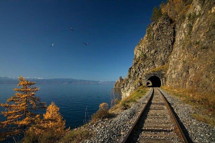 Kolej Krugobajkalska, czyli pociągiem nad brzegiem Bajkału