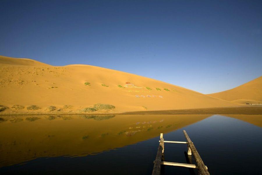 Badain Jaran to tajemnicze jeziora pośrodku pustyni. fot. pixabay
