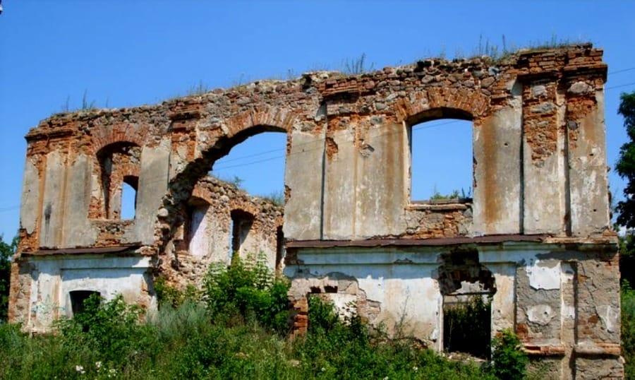 Główna Synagoga powstała w XVI w., obecnie jest w ruinie fot. wikimedia.org