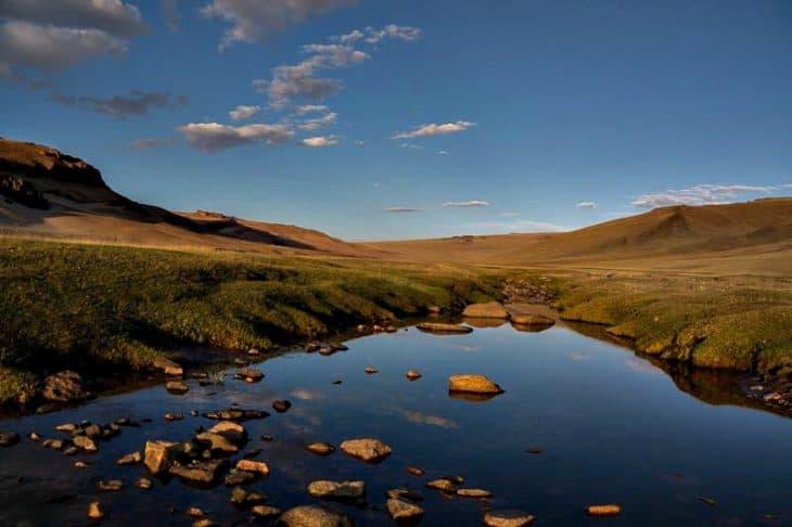 Ajmak dzawchański to kraina jezior wśród pustynnych stepów.