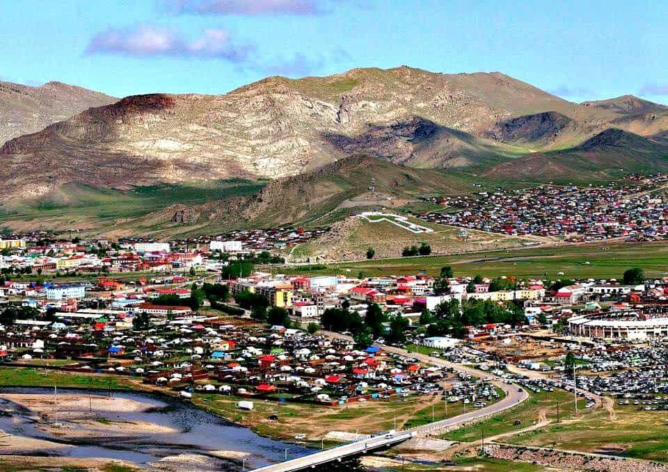 Uliastaj to niewielkie miasteczko u podnóża gór i jednocześnie stolica ajmaku. fot. ekhoron21.mn
