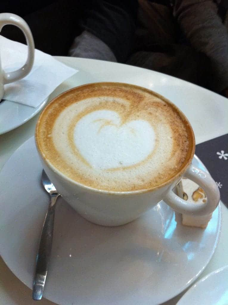 paris-coffee-shop-kofeynya-parizh-blog-transsyberyjska