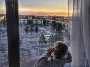 Po nocy w pociągu. Spać czy zwiedzać. Czas lokalny: 5 rano, czas moskiewski: 3 w nocy. Czas Polski: 2 w nocy.