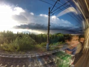 Widoki z okien po tej stronie Uralu to głównie zielone tereny przedtajgi