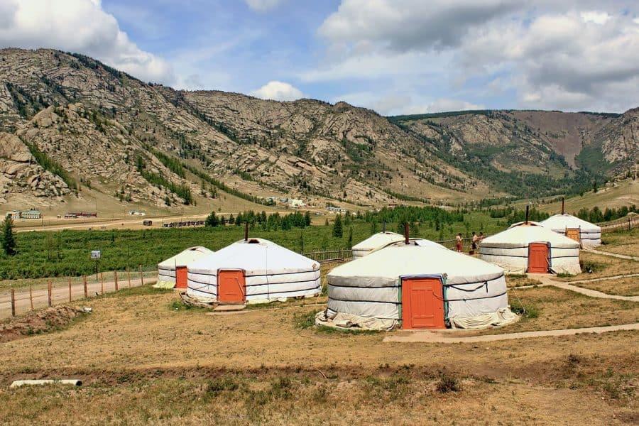 W Mongolii trzeba spędzić co najmniej jedną noc w jurcie fot. Marcin Konsek