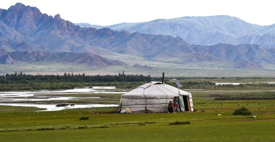 Podczas rajdu śpi się w namiotach i w mongolskich jurtach.