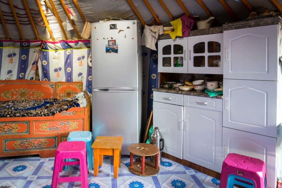 Wnętrze jurty, strefa kobieca fot. fot. timetravelturtle.com
